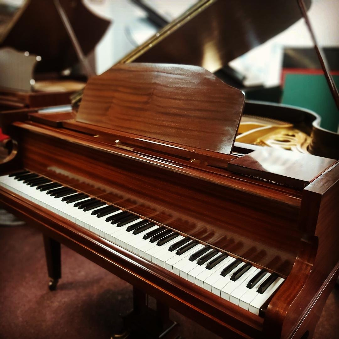 DANEMANN Baby Grand Piano 01