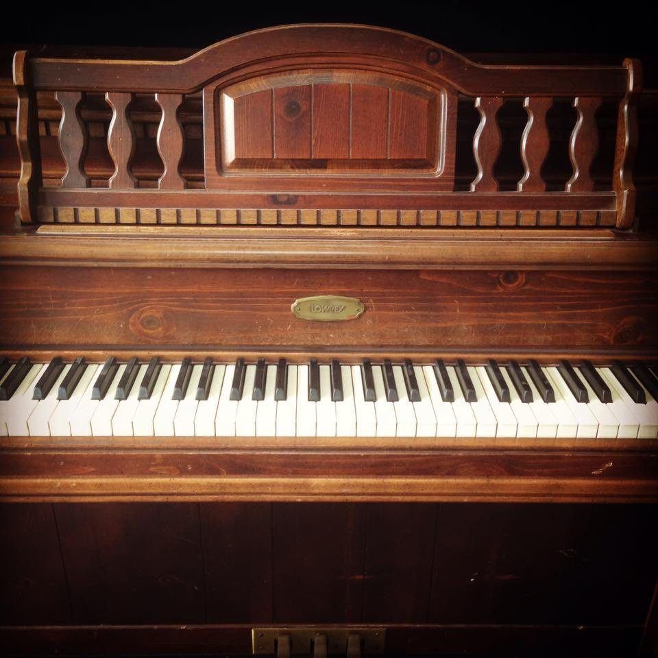 LOWREY Normal L Stein design spinet piano 01