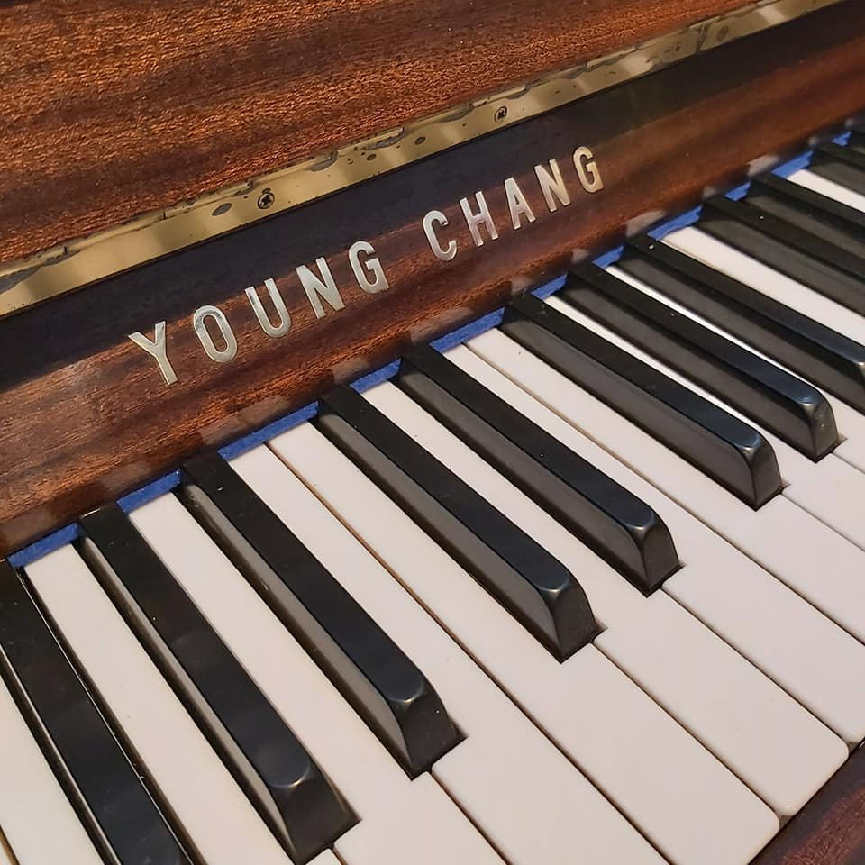 YOUNG CHANG upright piano 01